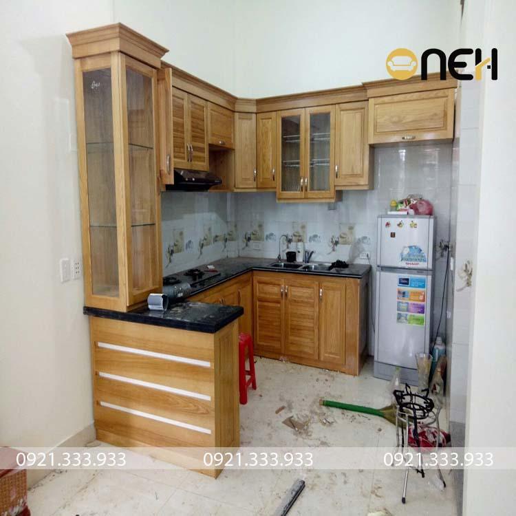 Tủ bếp gỗ tự nhiên bằng gỗ có tông màu sáng
