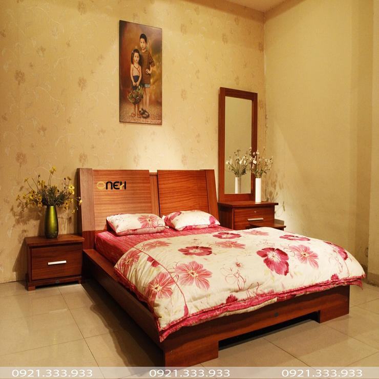 Giường cưới làm bằng gỗ hiện đại