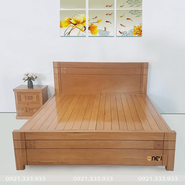 Giường gỗ sồi Nga sơn PU bóng