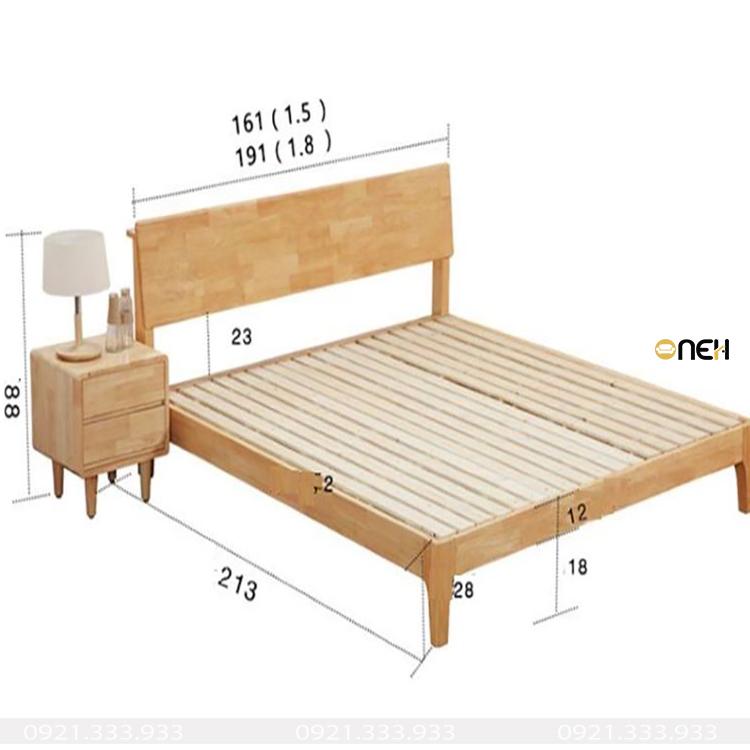 Giường gỗ sồi Nga có thiết kế đơn giản