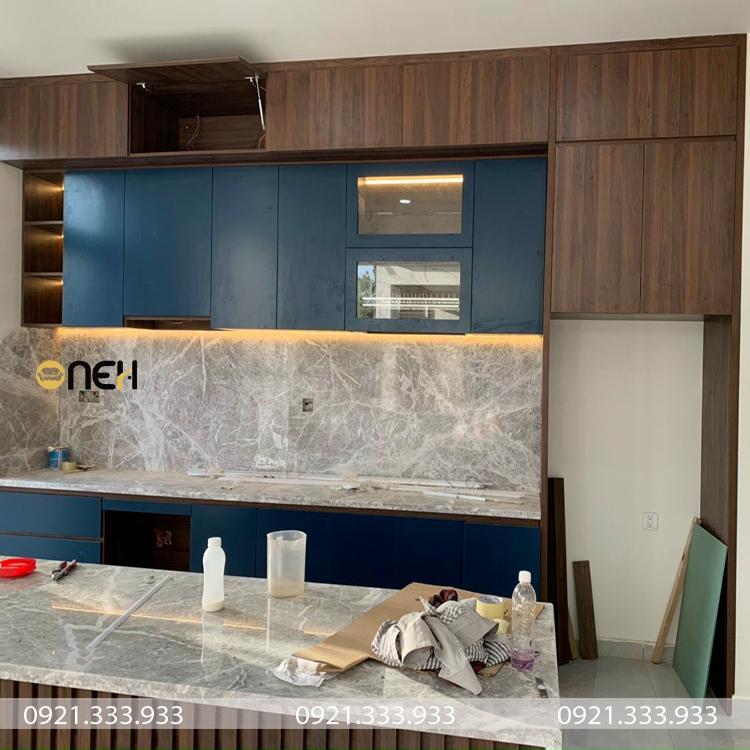 Tủ bếp gỗ Laminate bề mặt có độ nhám nhất định