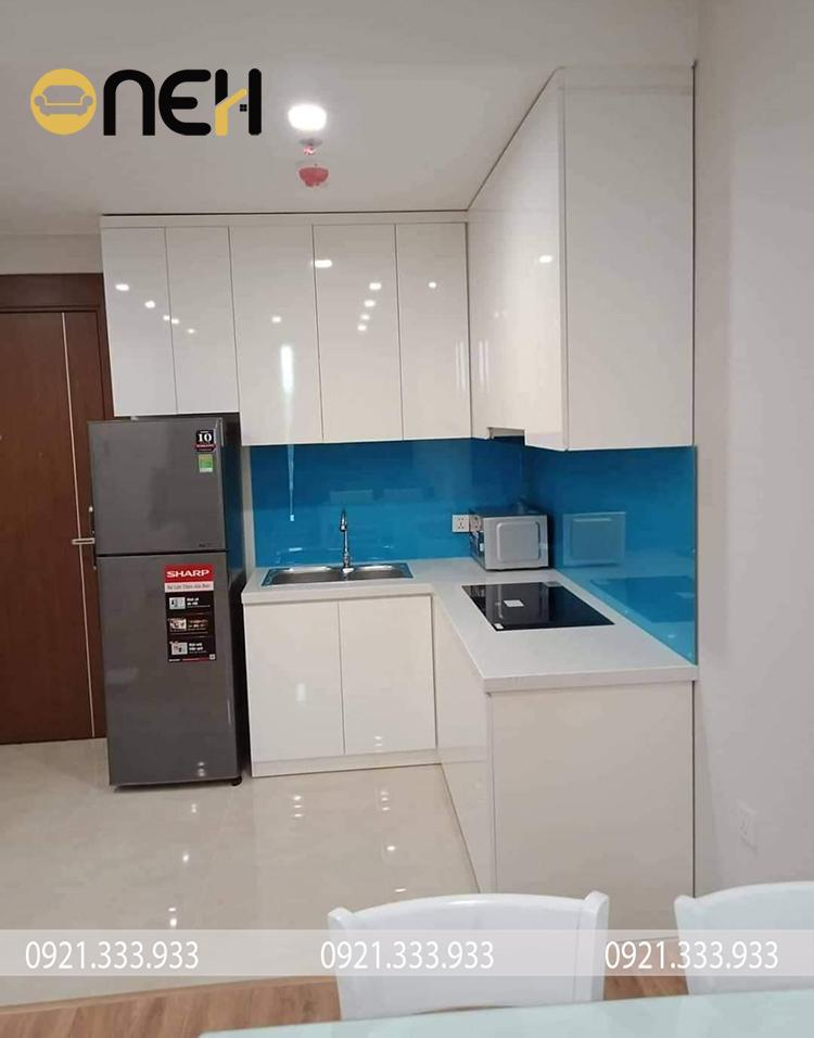 Kết cấu tủ bếp nhựa picomat nhiều ngăn mang đến không gian cất trữ tiện ích