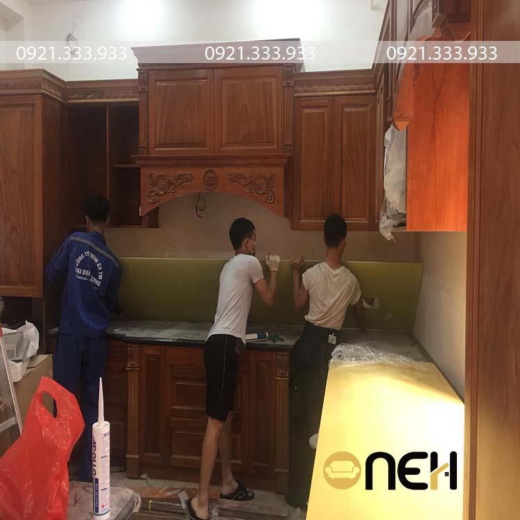 Tủ bếp theo phong cách cổ điển khung tủ hoàn toàn bằng gỗ tự nhiên
