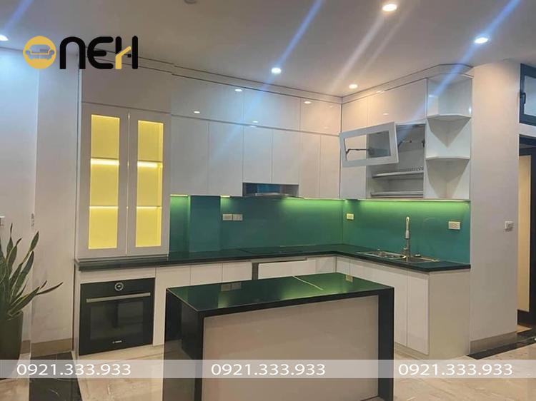 Tủ bếp acrylic bề mặt sáng bóng đẹp mắt