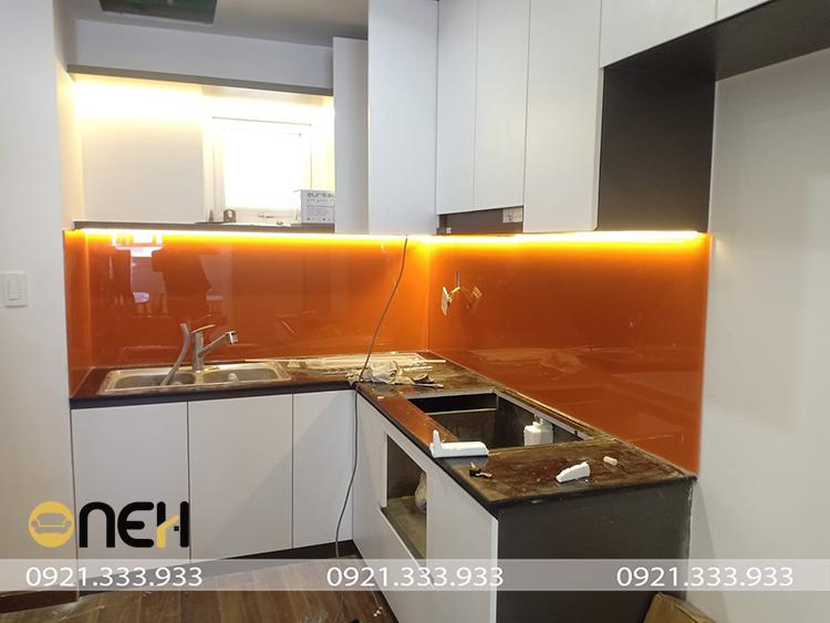 Tủ bếp Acrylic thiết kế hiện đại, sáng bóng