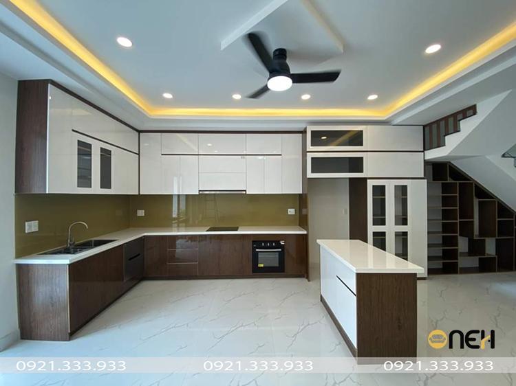 Thiết kế tủ bếp gỗ đẹp nhỏ gọn phù hợp không gian nhiều gia đình