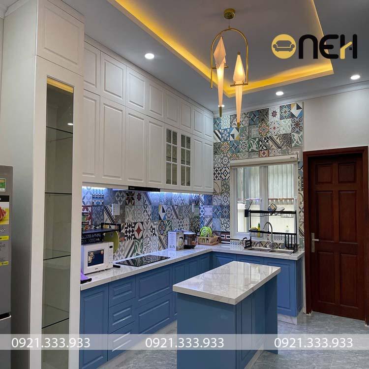 Thiết kế tủ bếp tân cổ điển mang tính nghệ thuật cao về mặt phối hợp màu sắc,