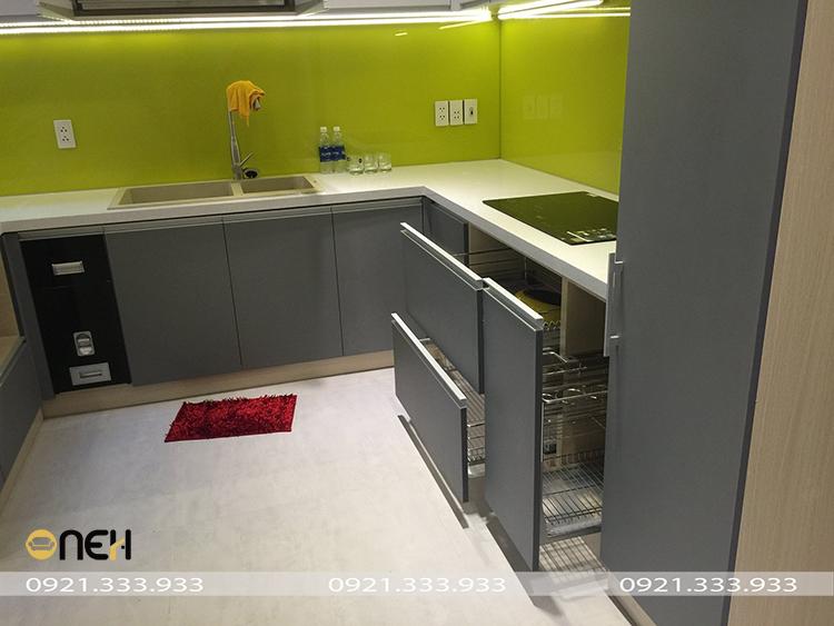 Tủ bếp gỗ MDF phủ acrylic xám có giá thành dưới 15 triệu