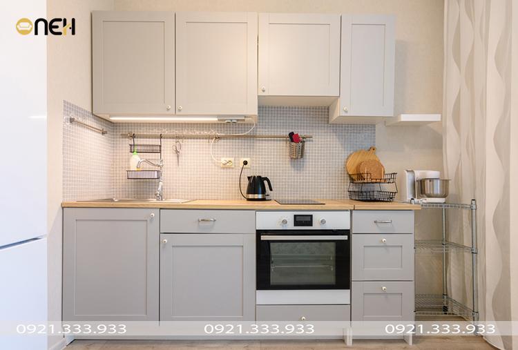Tủ bếp chữ I thiết kế nhỏ gọn, đường nét tối giản phù hợp nhiều không gian