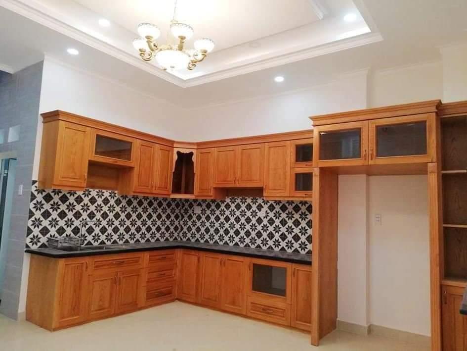 Thiết kế tủ bếp gõ đỏ tập trung tối đa công năng cũng như tính thẩm mỹ