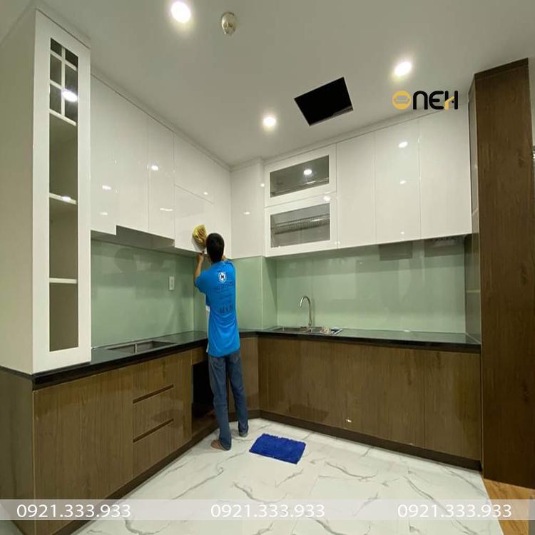 Tủ bếp được làm bằng gỗ công nghiệp phủ acrylic có tính thẩm mỹ cao