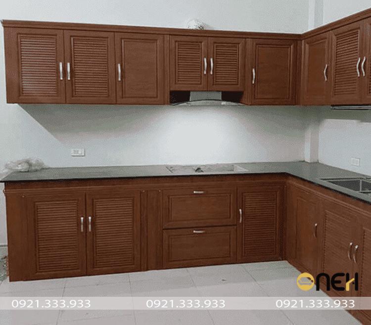 tủ bếp nhôm kính vân gỗ hiết kế hiện đại, đẹp mắt