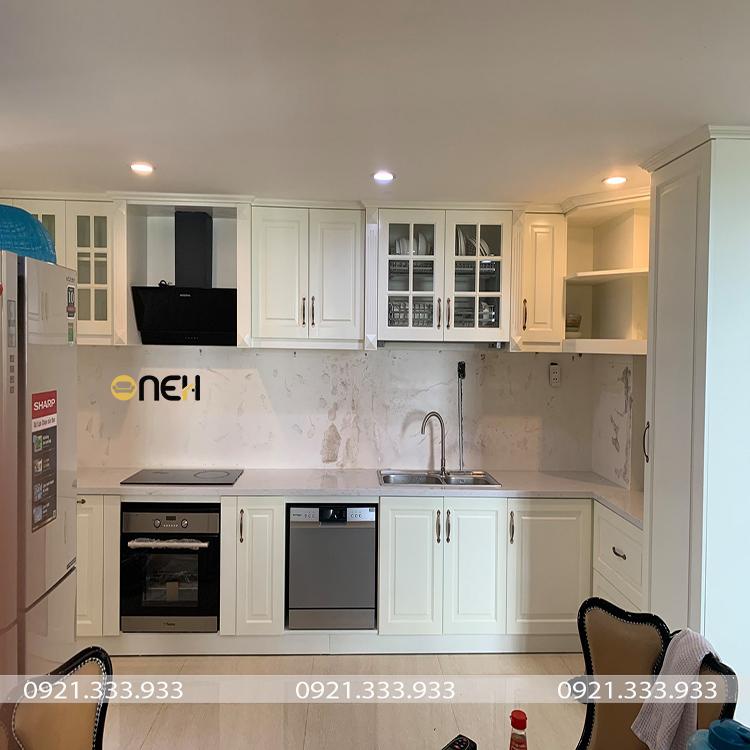 Đường nét thiết kế nội thất phòng bếp đơn giản sử dụng gam màu trung tính tinh tế