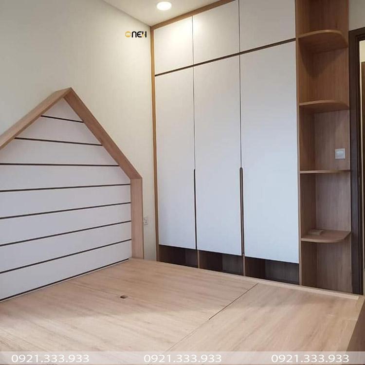 Tủ quần áo trắng bằng gỗ công nghiệp laminate kết hợp màu gỗ đặc trưng