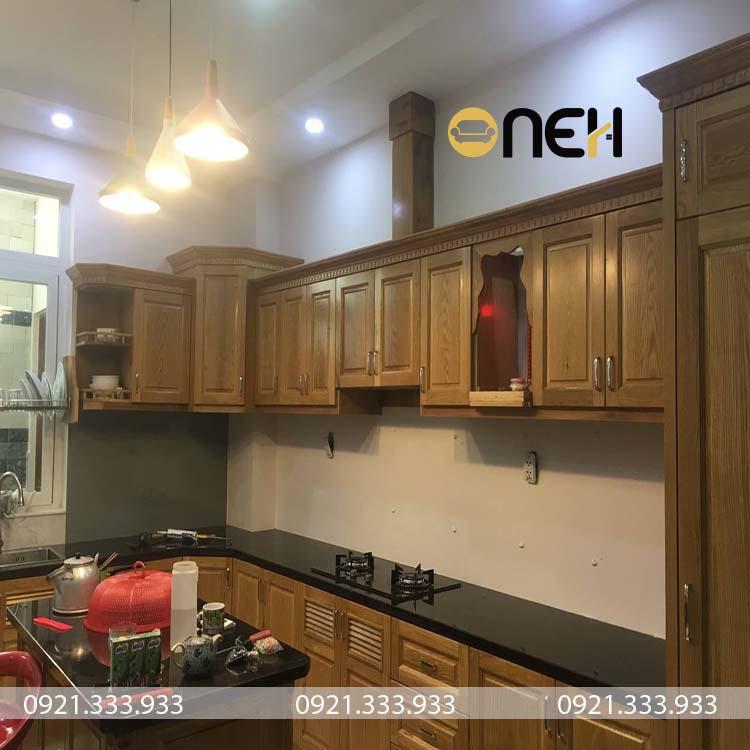 Tủ bếp gỗ xoan có thiết kế phù hợp với các không gian nhà bếp cổ, điển, truyền thống