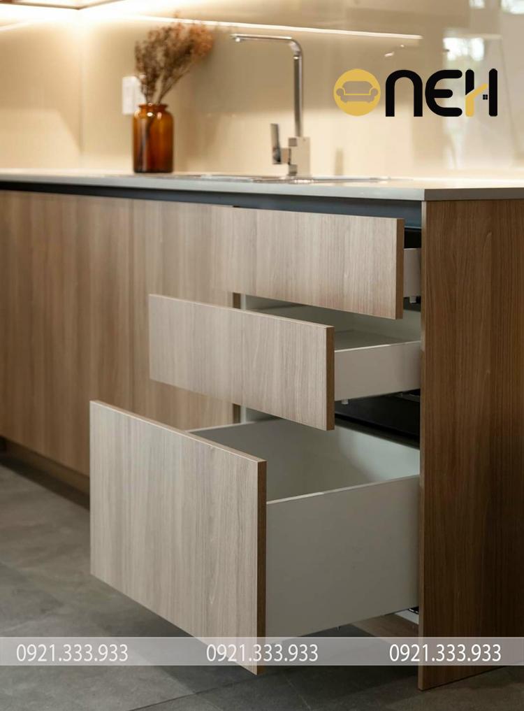 Cấu tạo tủ bếp gỗ công nghiệp gồm ngăn kéo tiện ích