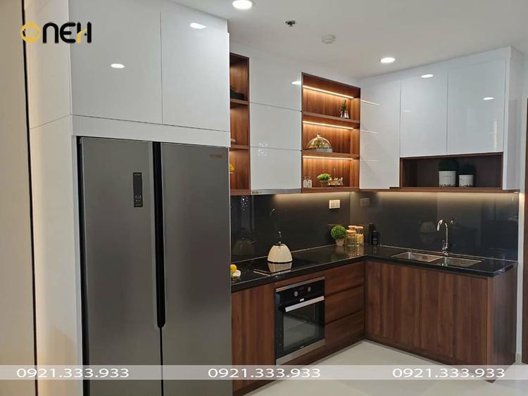 Đóng tủ bếp acrylic kết hợp gam màu đơn sắc và vân gỗ mang tính thẩm mỹ cao