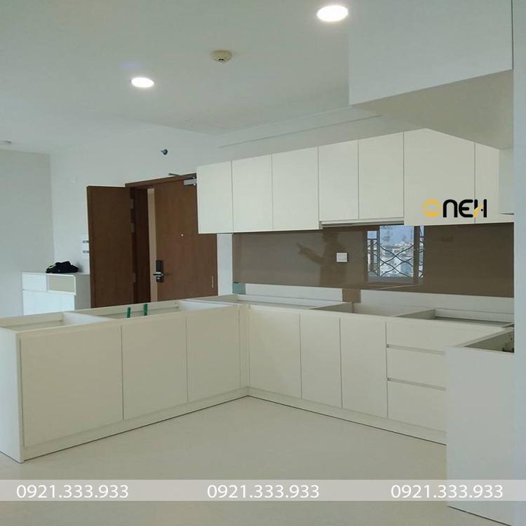 Tủ bếp chữ L là 1 trong các mẫu tủ bếp được sử dụng rộng rãi từ các căn hộ