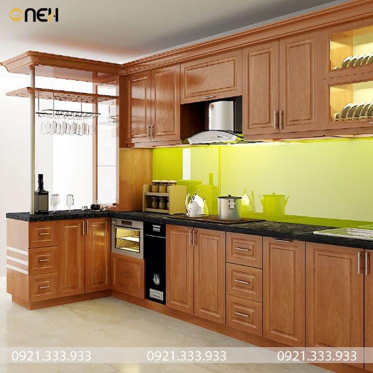Tủ bếp gỗ tự nhiên kết hợp quầy bar sang trọng