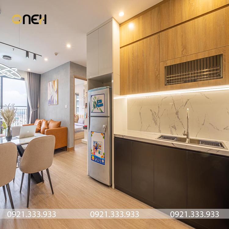 Tủ bếp gỗ công nghiếp có thiết kế hiện đại màu vân gỗ sang trọng