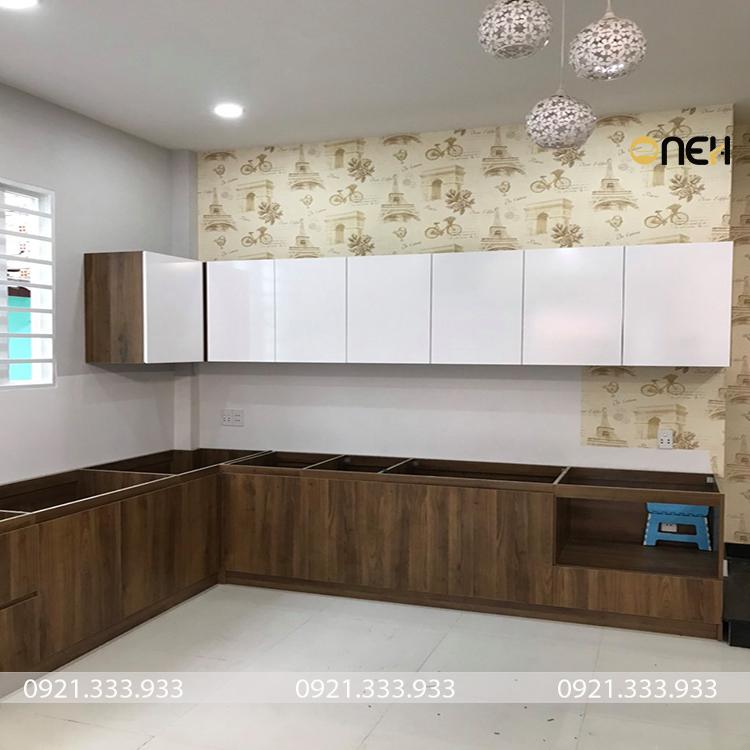 Tủ bếp chữ L có kích thước phù hợp với diện tích phòng bếp
