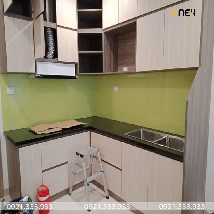 Tủ bếp nhỏ gọn đầy đủ tiện nghi cho căn hộ chung cư