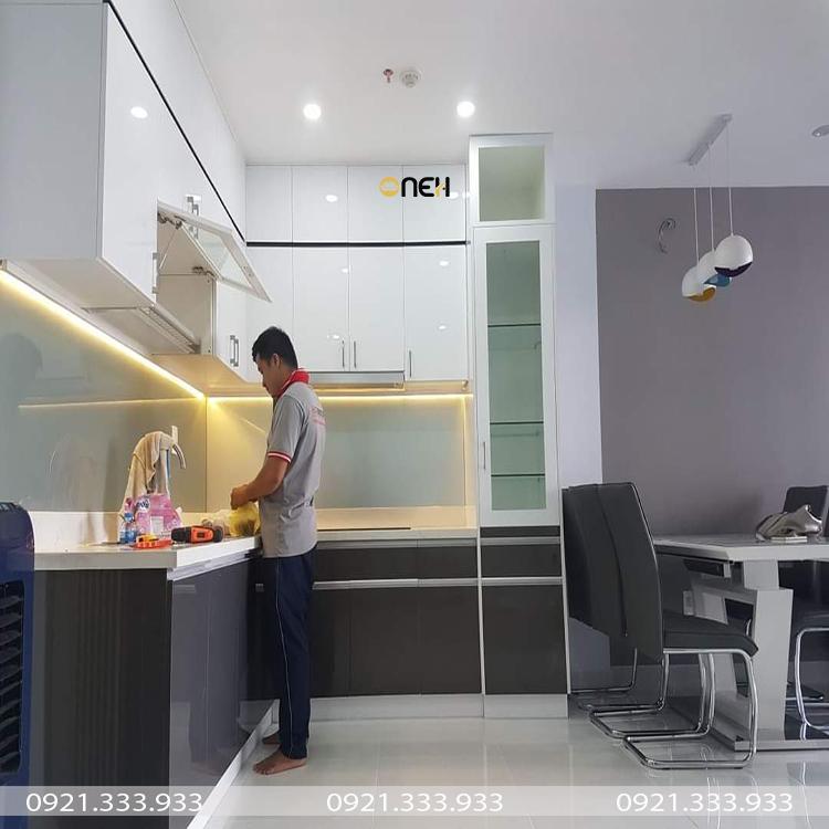 Tủ bếp gỗ công nghiệp acrylic bóng gương có tính thẩm mỹ cao