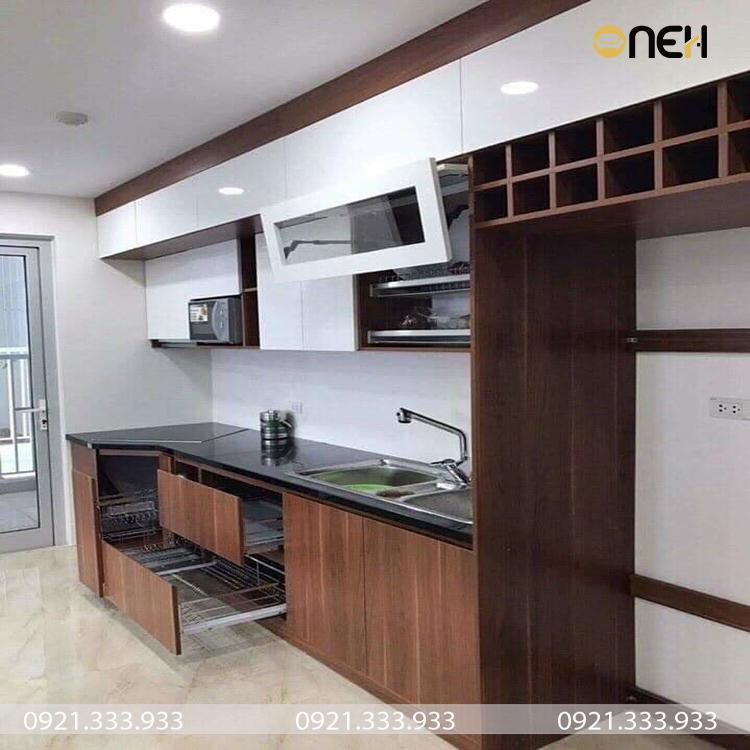 Kết cấu tủ bếp inox cánh gỗ gồm nhiều ngăn tiện ích, đa năng