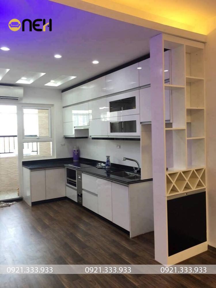 Tủ bếp gỗ hiện đại chữ L thiết kế tận dụng góc chết không gian