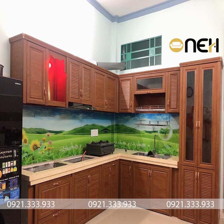 Đây là mẫu tủ bếp gỗ tự nhiên cơ bản, đáp ứng đầy đủ các yêu cầu của tủ bếp