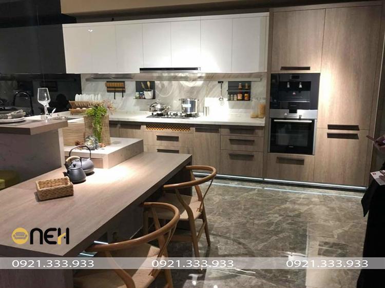 Đóng tủ bếp gỗ Acrylic, thiết kế hiện đại, đẹp mắt