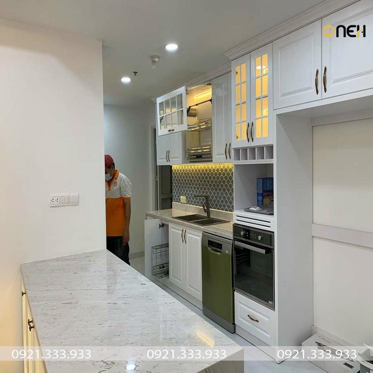 Tủ bếp gỗ tự nhiên thiết kế riềng cho căn hộ kết hợp bàn đảo bếp