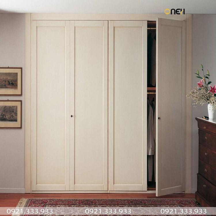 Tủ quần áo thiết kế âm tường cánh tủ bằng gỗ tự nhiên phun sơn màu