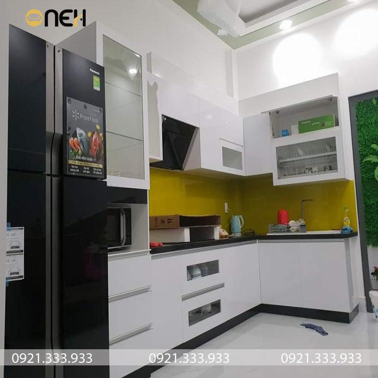 tủ bếp giá rẻ thường được làm từ các chất liệu như nhựa, inox, gỗ công nghiệp