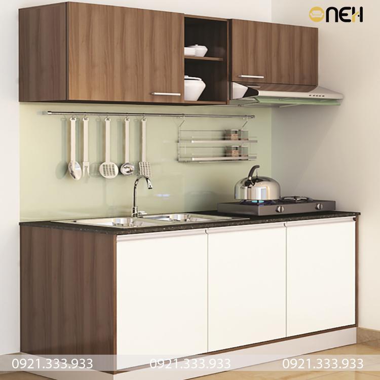 Tủ bếp trên và tủ bếp có các khoang chứa nhỏ gọn phù hợp cho 1 người dùng