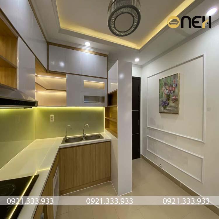 Tủ bếp có thiết kế tủ bếp trên kịch trần rất phổ biến