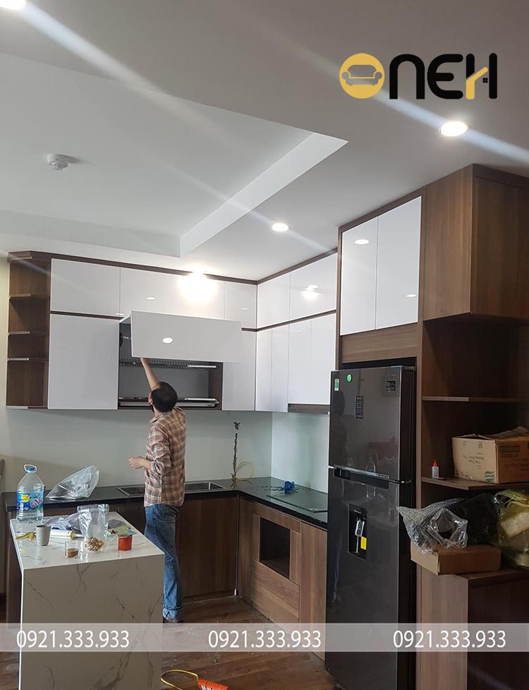 Thi công tủ bếp hiện đại chất liệu gỗ, độ bền chắc cao