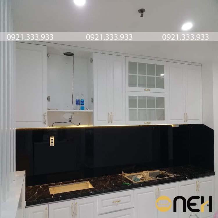 Tủ bếp chữ I gỗ MDF trắng có thiết kế đơn giản