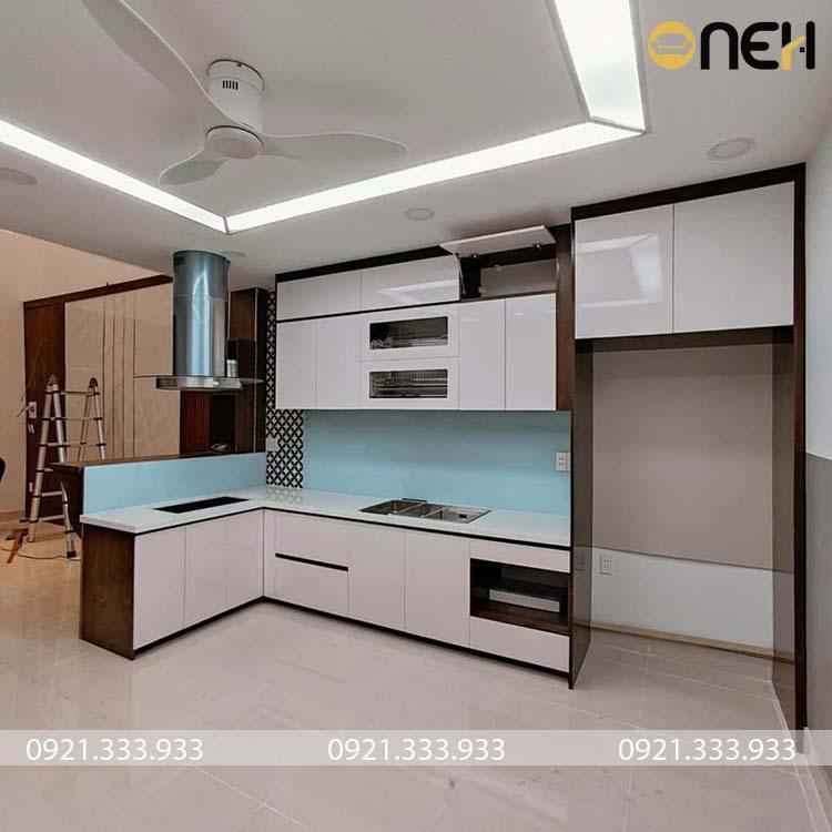 Mẫu tủ bếp có kích thước lớn được làm bằng chất liệu gỗ công nghiệp