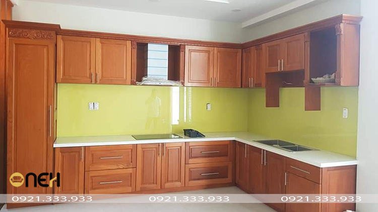 Tủ bếp gỗ sồi Mỹ chữ L có giá thành chỉ từ 15 triệu