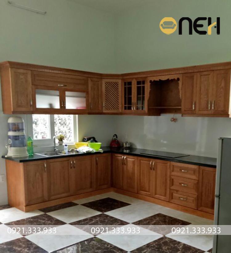 tủ bếp chữ L bằng gỗ sồi Nga có giá dưới 20 triệu