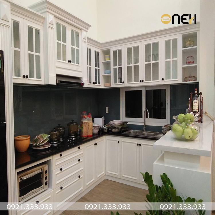 Tủ bếp gỗ sồi Nga có độ bám sơn và giữ màu tốt