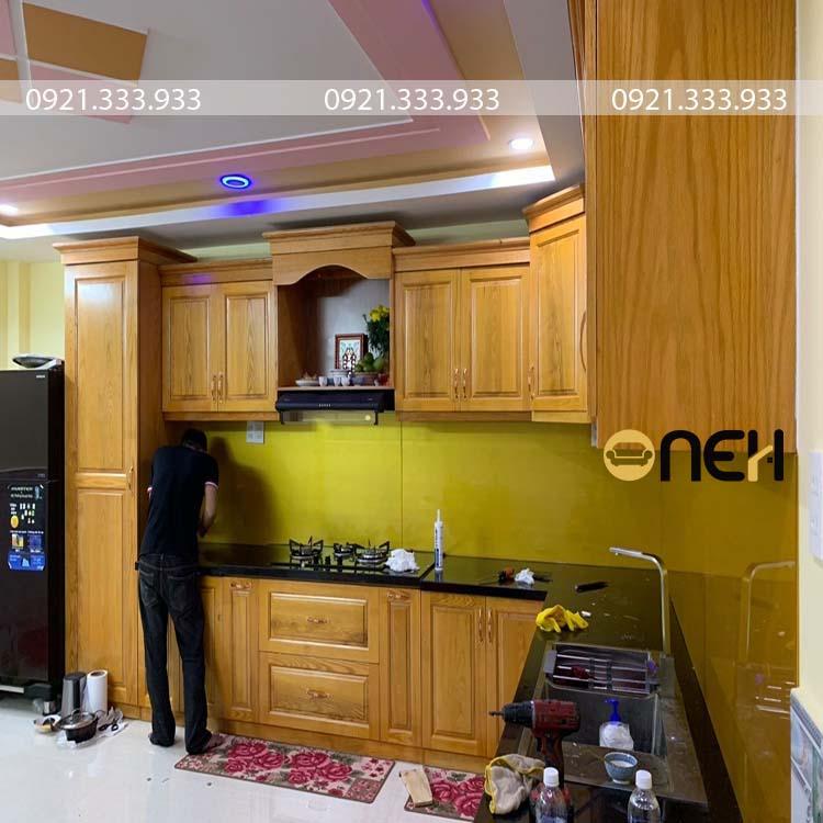 Hoàn thiện tủ bếp gỗ xoan đào cho khách hàng