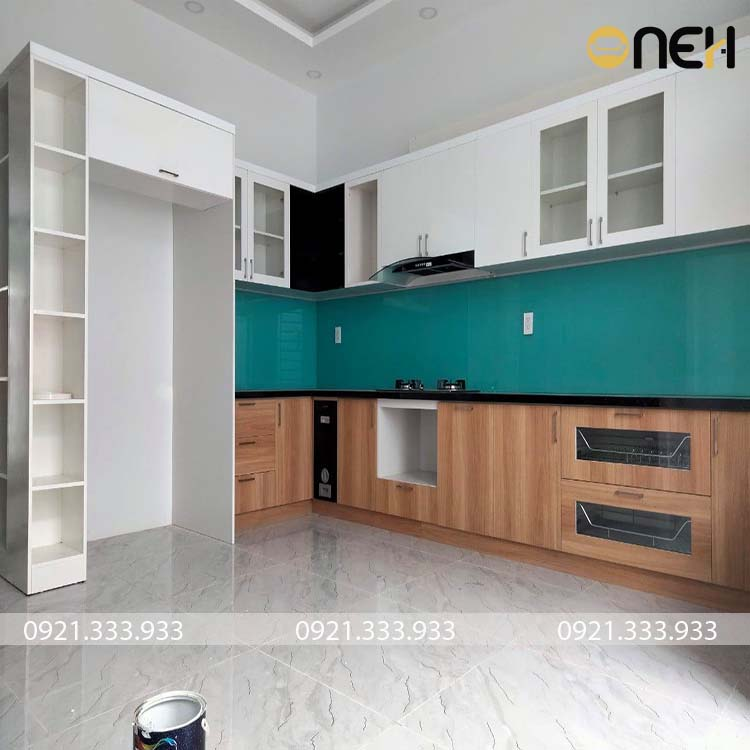 Tủ bếp gỗ công nghiêp chữ L phủ melamine