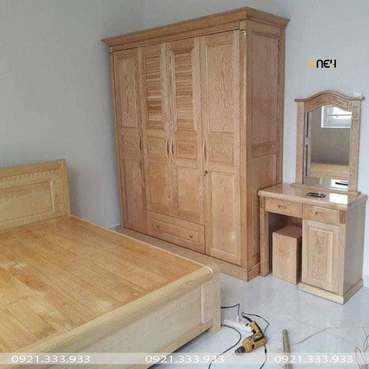 Tủ quần áo làm bằng gỗ tự nhiên phù hợp với các nội thất gỗ phòng ngủ