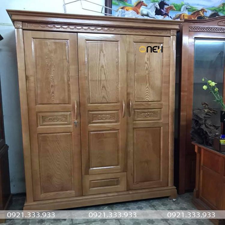 Tủ quần áo gỗ tự nhiên 3 cánh mở có các đường vân gỗ là điêm nhấn độc đáo