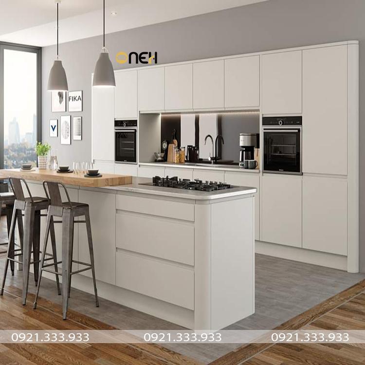 Tủ bếp gỗ cao cấp màu trắng mang vể đẹp hiện đại, tinh tế
