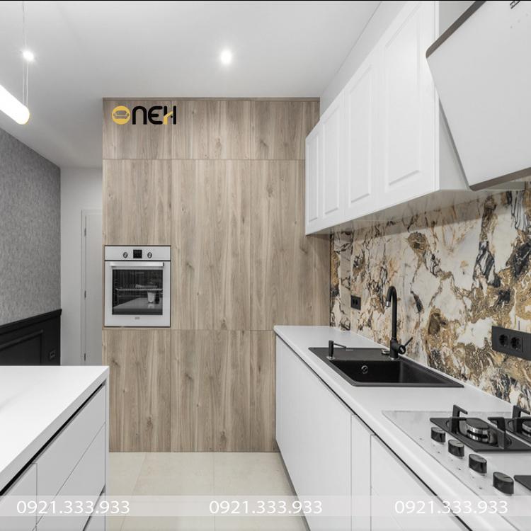 Tủ bếp cao cấp màu trắng trung tính phù hợp nhiều không gian