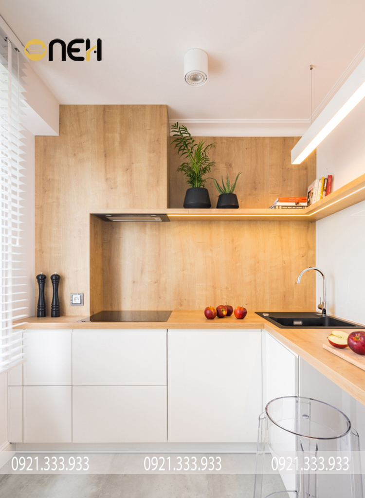 Tủ bếp cao cấp màu trắng vân gỗ đem đến sự hài hòa tinh tế, âm áp
